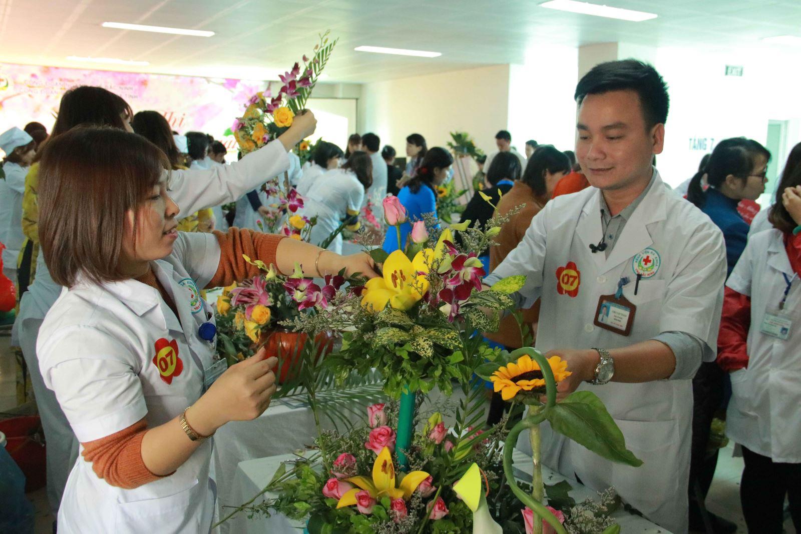Công đoàn Bệnh viện đa khoa tỉnh Bắc Ninh tổ chức Hội thi cắm hoa nghệ thuật chào mừng 108 năm Ngày Quốc tế Phụ nữ và 1978 năm khởi nghĩa Hai Bà Trưng