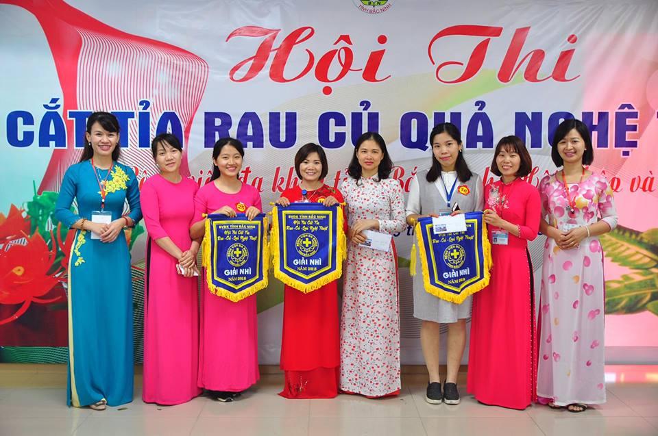 """Công đoàn, Hội điều dưỡng Bệnh viện đa khoa tỉnh Bắc Ninh tổ chức Hội thi """"Cắt tỉa rau - củ - quả nghệ thuật"""" năm 2018"""