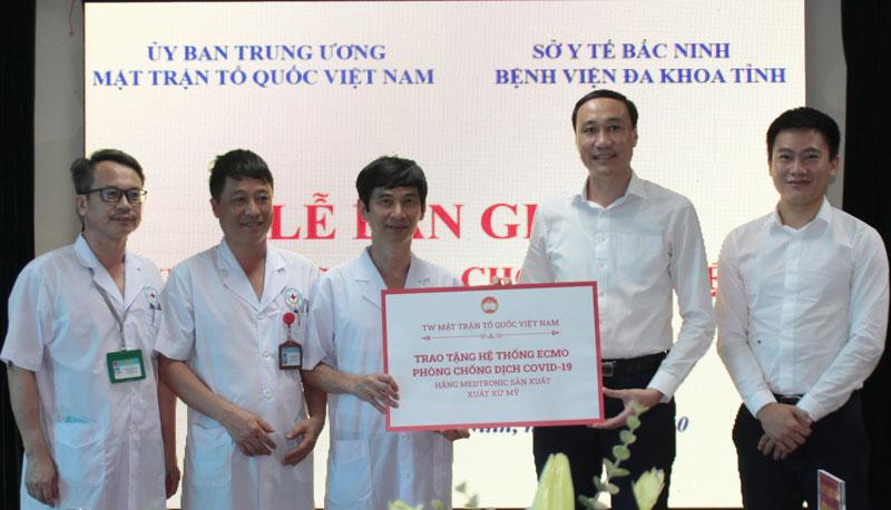 Ủy ban Trung ương Mặt trận Tổ quốc Việt Nam, UBND tỉnh, Sở Y tế dự Lễ bàn giao hệ thống ECMO cho Bệnh viện đa khoa tỉnh Bắc Ninh