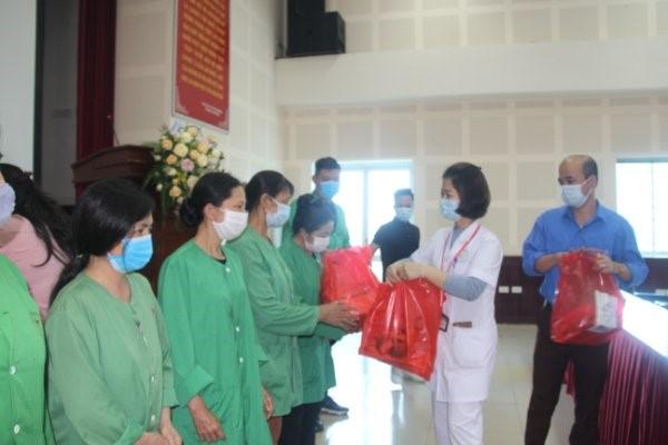 Tặng quà từ thiện nhân ngày thành lập Đoàn  TNCS Hồ Chí Minh (26/3/1931 – 26/3/2021)