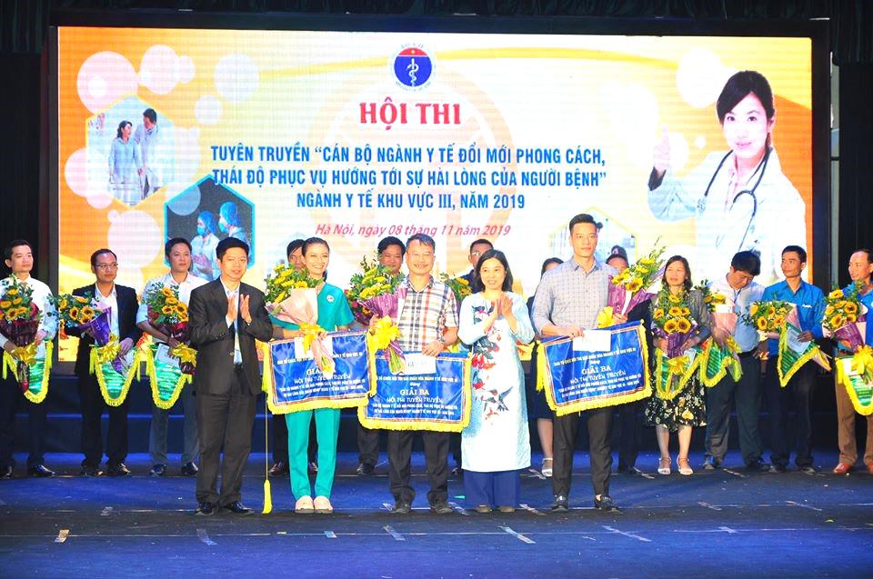 """Bệnh viện đa khoa tỉnh Bắc Ninh tham gia Hội thi tuyên truyền """"Đổi mới phong cách thái độ phục vụ của cán bộ y tế hướng tới sự hài lòng của người bệnh"""" khu vực III"""