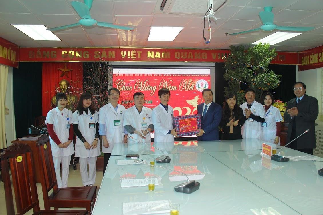 Bí thư tỉnh ủy Bắc Ninh Nguyễn Nhân Chiến thăm chúc tết  tại Bệnh viện đa khoa tỉnh Bắc Ninh