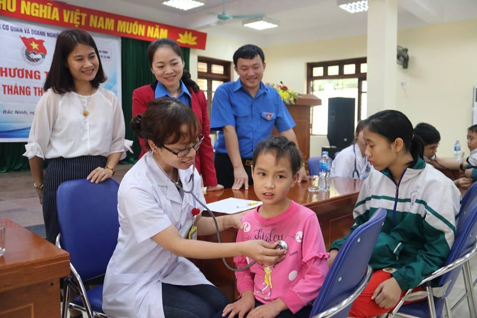 Đoàn thanh niên Bệnh viện đa khoa tỉnh Bắc Ninh khám sức khỏe và phát thuốc miễn phí cho gần 170 trẻ em khuyết tật, mồ côi