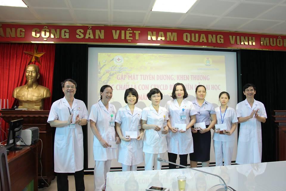 Bệnh viện đa khoa tỉnh Bắc Ninh tổ chức gặp mặt, phát thưởng các cháu là con cán bộ viên chức, người lao động Bệnh viện đỗ Đại học năm học 2018 - 2019